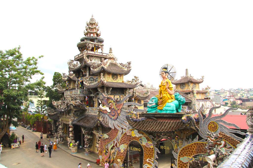 Пагода Линь Фуок в Далате