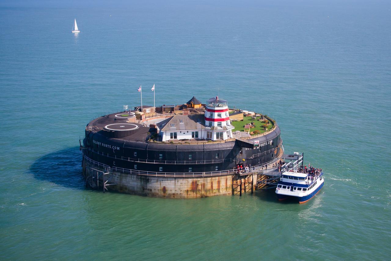 Отель No Man's Fort