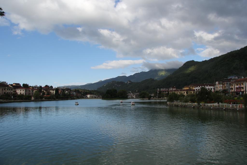 Озеро в центре Сапы