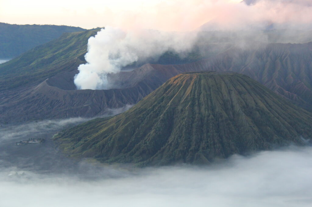Бромо Вулкан Бромо Вулкан Бромо (Gunung Bromo) на Яве IMG 8652 1024x682