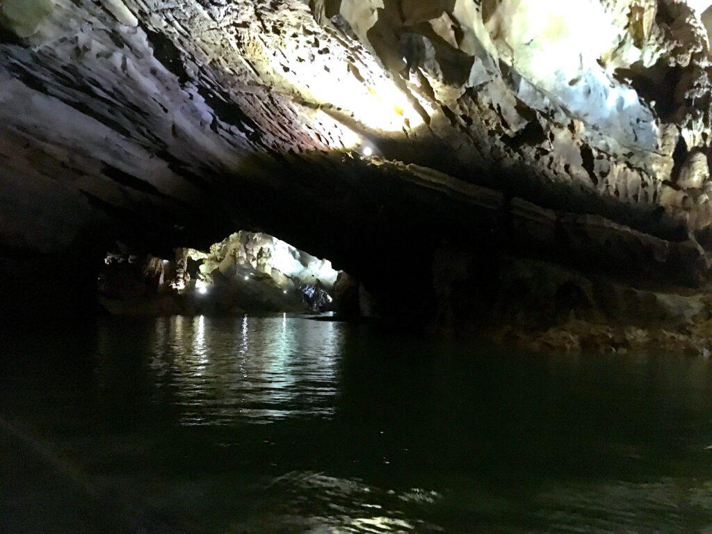 Внутри пещеры Фонгня